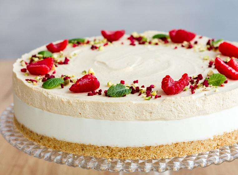 desery tychy tort z truskawkami